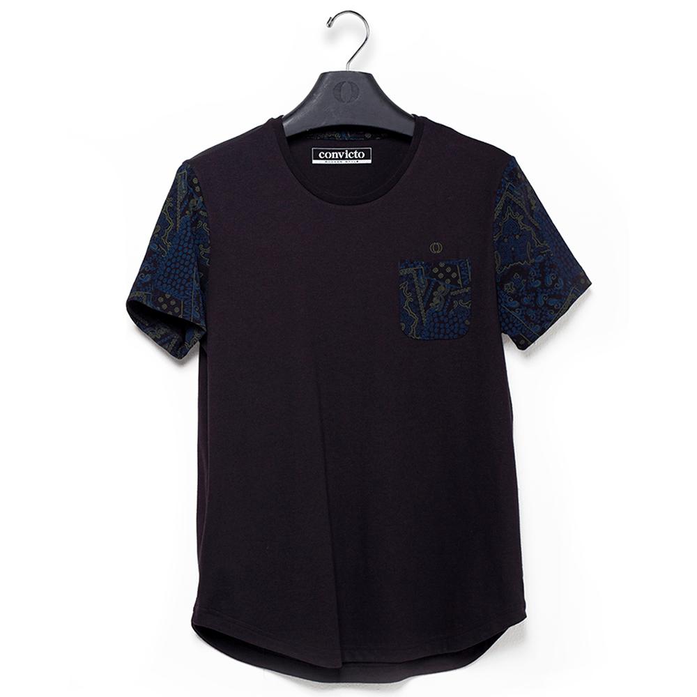 Camiseta-preta-com-estampa-na-manga-e-bolso