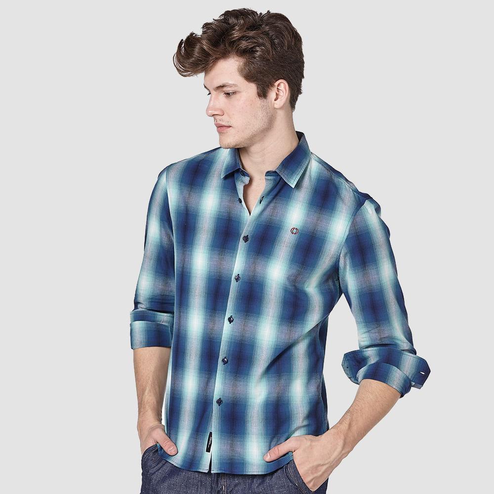 Camisa-xadrez-com-logo-bordada
