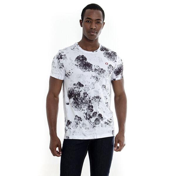 camiseta-estampa-ramos-de-rosas